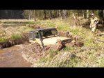 Продолжаем пересекать речку, нашли дом бобров!